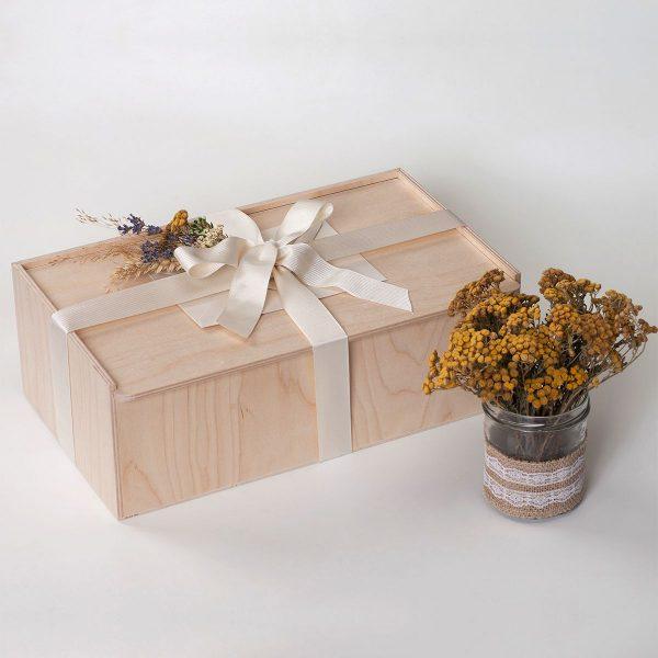 Дървена кутия с капак и панделка