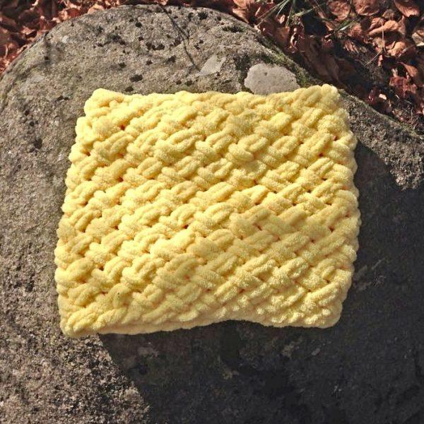 Плетен жълт шал